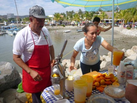 Fresh orange juice in La Cruz market
