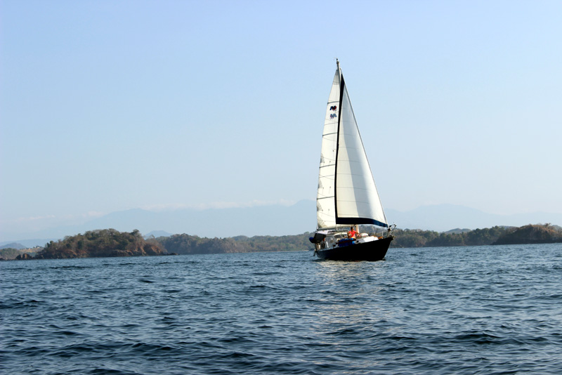 Sailboat Brio underway in Panama