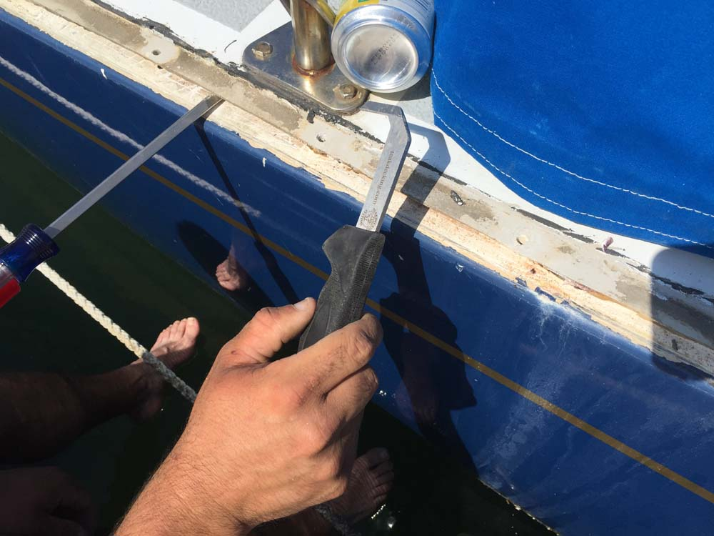 Opening up the hull-deck joint while rebedding the toerail